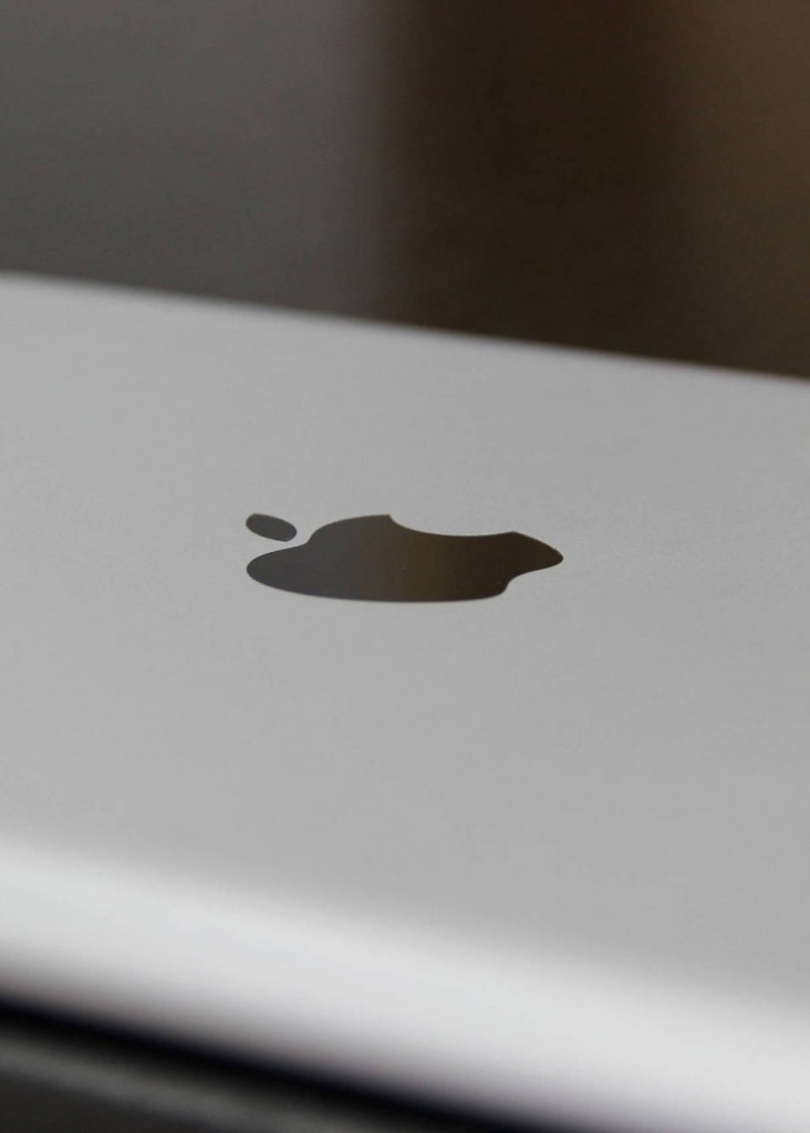 Apple iPad 2 logo