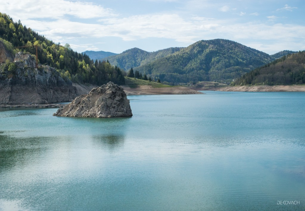 Pogled na Zaovinsko jezero i planine koje ga okružuju
